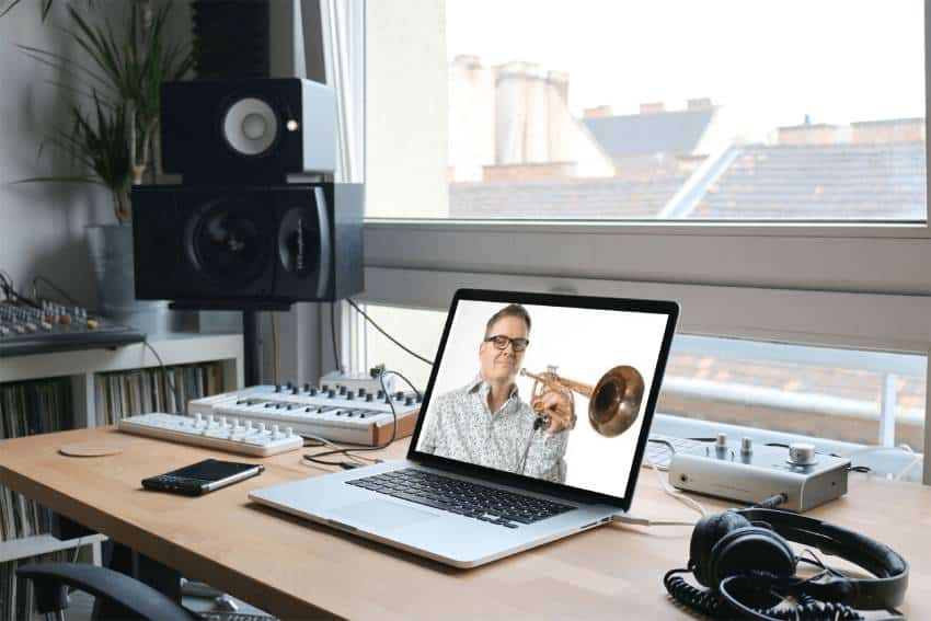 Learning Trumpet through a laptop